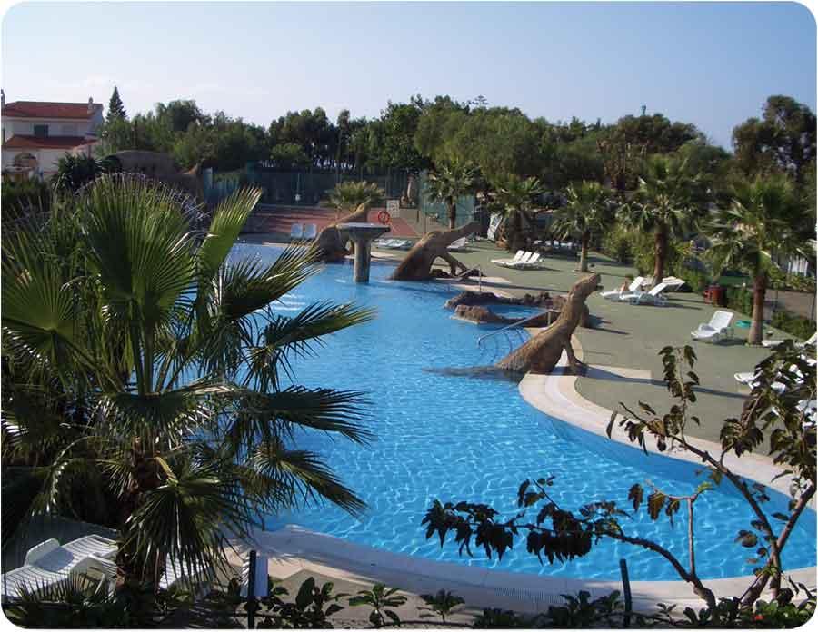 Adel ntate a las vacaciones for Hoteles cerca de piscinas naturales